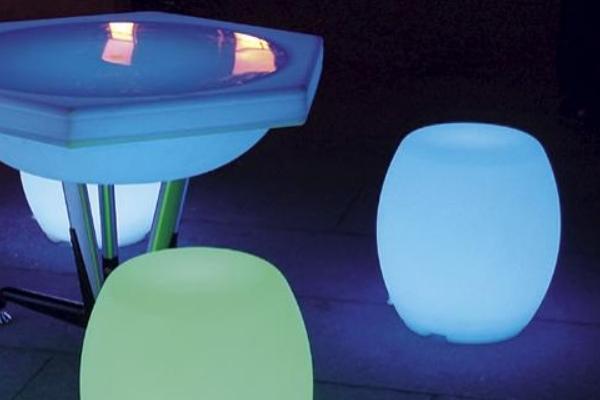 Set masa scaune luminatoare