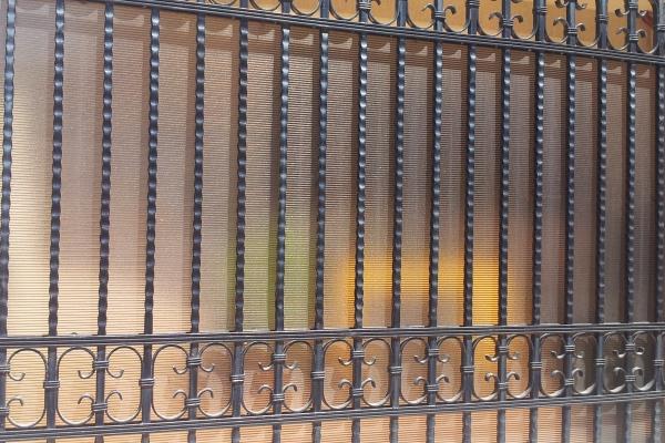 Gard prefabricat cu elemente fier forjat