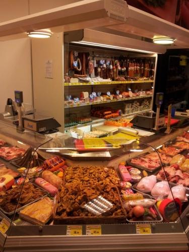 Vitrina refrigerare magazin mezeluri si carne