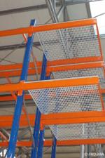 Rafturi pentru paleti cu polite din grilaj metalic