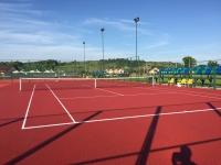 Teren de tenis cu zgură