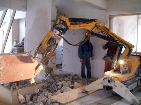 Demolare scara interioara