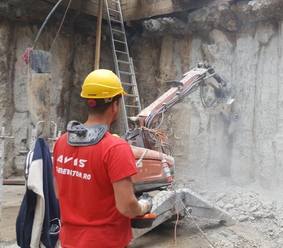 Degrosare perete beton cu robot