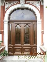 Ușă cu arcadă din lemn stratificat